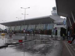 途中で、フランス人グループをホテルに下ろして、空港へ。