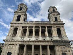 ホテル近くの サンシュルピス教会へ。ノートルダム大聖堂の次に大きいだけあって、圧巻です。