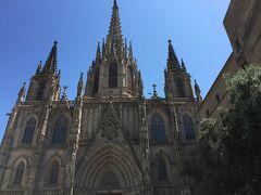 La Catedral de la Santa Creu i Santa Eulalia(サンタエウラリア大聖堂) こちらは司教座聖堂です。