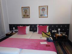 パリの宿 Hotel Caumartin Opera Astotel  PM10時のチェックイン  やっと移動日が終了