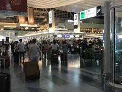 品川からMercedes AMG C55でぶっ飛ばしてくれたので、京急くらいのスピードで、羽田空港国際線ターミナルに到着(笑)