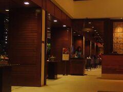 晩ごはんはWai'olu Ocean Cuisine。 トランプホテルのロビーフロアにあるレストランです。
