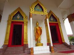 プーケットタウン到着。2時間後の13時にここで待ち合わせと確認後、道の反対側にあった寺院を訪れました。