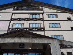 16:00頃、旭岳ロープウェイ山麓駅からほど近く、湧駒荘にチェックインしました。 こちらに泊まるのも2回目です。 秘湯を守る会の会員宿。スタンプ帳も忘れずに持参しました。
