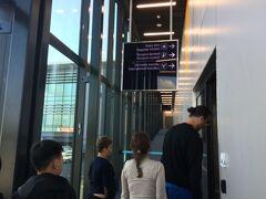 長い空の旅も終わり、ほぼ定刻(現地時間午前7時45分)でイスタンブール新空港到着。つづく