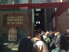 移転後のお店に向かったら、この行列。  諦めて他のお店を探すことに。