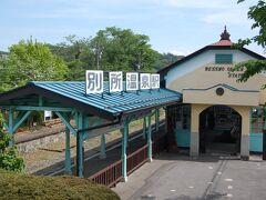 次の目的地に向かう途中でレトロな駅を発見。 上田電鉄の別所温泉駅です。