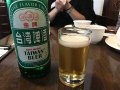 スーツケース預けて、まずはお昼ご飯!ポテポテ歩いて、點水樓にやって来ました。まずはビールで乾杯!(飲むのは私だけですが)このときまだ台湾時間11:30頃・・・。幸せだあ。
