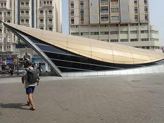 こちらがバニヤススクエア駅です。 殆どの駅がこの金色の屋根で分かり易いです。
