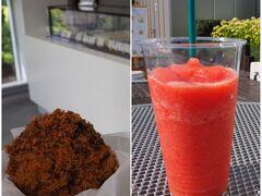 美瑛選果にも立ち寄って、キタアカリのコロッケとイチゴジュースを買い食い。 どちらも美味しかったです♪