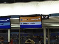 今年も、マレーシア航空のビジネスを使います。専用カウンターでチェックイン。