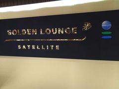 早朝にKLIAに着いて、そのままマレーシア航空のGOLDEN LOUNGEへ。シンガポールへのフライトまで約5時間ここで休憩。