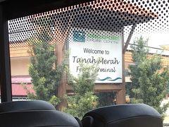 バスで15分くらいでTMFTに到着。