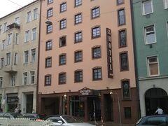 こちらが今回2泊するホテル「King's Hotel Center」です。駅から近傍ですが比較的安価で、高級感もあります。