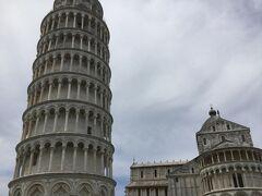 大聖堂はチケット必要です。斜塔は登れますがこちらも並んでたので登りませんでした。