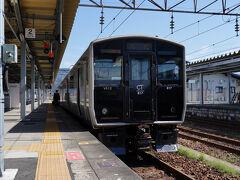 鹿児島中央駅から乗った『さくら404号』を新八代駅で降り、13:56発の鹿児島本線の普通列車に乗り換える。 そして、3分で隣の八代駅に着いた。