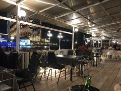 カクテルタイムでワインを2杯飲んだ後、夕食は、定番のヨックヨー(Yok Yor)に出かけます。 ヒルトンから徒歩で5,6分です。
