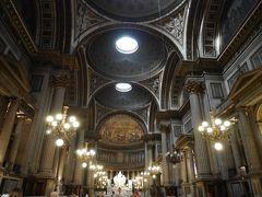 時間的にもう終わっていましたが、マドレーヌ寺院には食堂もありリーズナブルなランチが食べられます。 ヨーロッパの教会の中で、食事が取れる所多いですね。