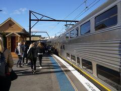 ちょうど2時間でKatoomba駅へ。 この日は日曜日だった為、この後乗るバスと帰りの電車も含めて運賃はたったの$2.70でした。