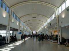シドニー国際空港のターミナル2へ。