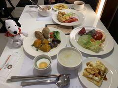 今日も7時(日本時間は8時)からの「なつぞら」を観て、ゆっくりの朝食です。