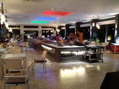 今日の夕食は、隣にある系列の「カシア ビンタン」内のレストラン「Market 23」です。