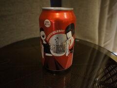 免費の飲み物は、コーラ、スプライト、水3本でした。  この缶センスいい