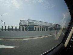 龍陽路駅前を抜け