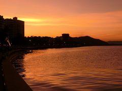夕陽に赤く染まる、トリニティ湾。