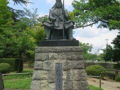 戦国時代に「越後の虎」と恐れられた名将、上杉謙信公の像。
