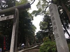 しばらく歩くとまた別の神社が。 こちらは逆に広くて新しい感じのだだっ広い神社でした。