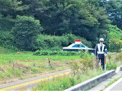 峠へ向かう国道152号、伊那市高遠町東高遠の『ポレポレの丘』や『高遠そば ますや』手前にある毎年恒例のダミー人形スポット。  少しずつ変化があるが今年は、さて・・・