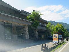 レンタカーに乗り換えて茅野駅へ向かいます。 道路沿いの建物はゼロ磁場の宿 入野谷 https://www.ina-city-kankou.co.jp/irinoya/ 分杭峠から最も近い宿泊施設の1つです。  過去の宿泊旅行記 http://4travel.jp/travelogue/11047708
