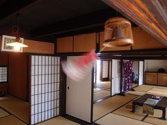 炎天下を歩いて来たものにとっては日陰であるだけでもありがたいのですが、日本家屋の風通しの良さは格別に心地よく感じます。 いつまでものんびりと過ごしたくなります。
