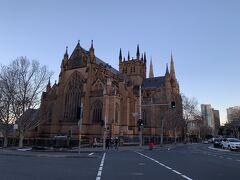 夕食にはまだ早いので、セント・メアリー大聖堂に行ってみることに。