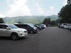 東京をでて約5時間のドライブ。13時に到着しました。蓮華温泉の駐車場。けっこう車が泊まっています。