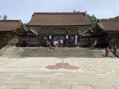 出雲大社の本殿。出雲大社の参拝方法は、2礼4拍1礼と、他の神社とは異なっております。