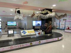 出雲空港に到着しました。早くも出雲神話がお出迎えです。