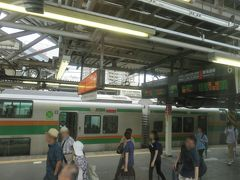小田原駅で多くの乗客が降りましたが、それ以上の人が乗って来ました。