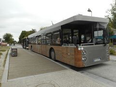島までは無料のシャトルバスが走っている  約20分