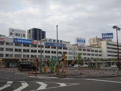 夜行バスで早朝に新潟駅に到着。 朝食を食べてからJRに乗り換え。