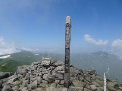 飯豊山(標高2105m)に登頂♪ 日本百名山の85座目。残る難関は光岳と幌尻岳(土日だけで行くのが難しい)。