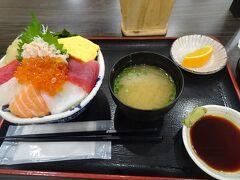 郡山駅ビルの以前にも利用したお店で夕食。 日替丼(1000円)を頂きました。