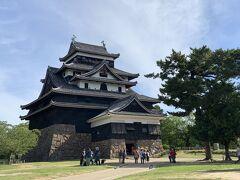ということで、ようやく松江城天守の紹介です。結構大きいです。
