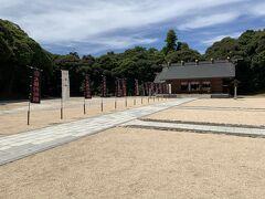 松江城内にある松江護国神社。護国神社だけあって、戦争関係者を祀るという感じでした。しかし、境内にある「大勝利祈願」という旗にはびっくりします。これはどういう理由?