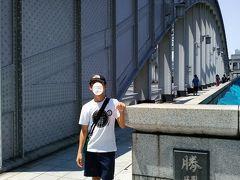 勝鬨橋の袂で記念撮影