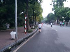 二日目、5時起床。例によって早朝ジョギング。その土地その土地を走ることが習慣となっています(笑)。ほどよい暑さ。