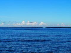 ●2019/7/31(水)  朝から快晴です。  宿の前の宮里海岸へお散歩。 海と空が青い!!(*^_^*)