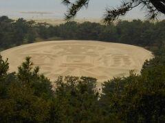 わかりますかね~~~この砂絵、「寛永通宝」って書かれてますの。  この大きさはなんと、東西122m、南北90m、周囲345mもあります。