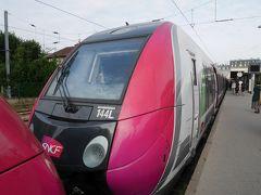 パリから40分ほどでヴェルサイユ・リヴ・トロワット駅に到着。 ヴェルサイユ宮殿の最寄り駅は3つほどあり、この駅が立地的には一番離れています。